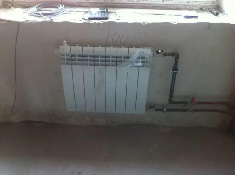 неаккуратно выполненный монтаж радиаторов 8