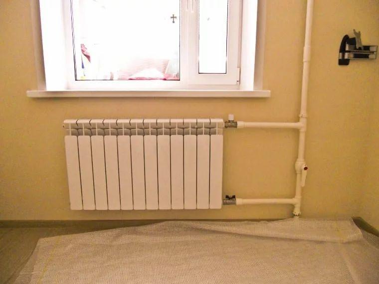 неаккуратно выполненный монтаж радиаторов 14