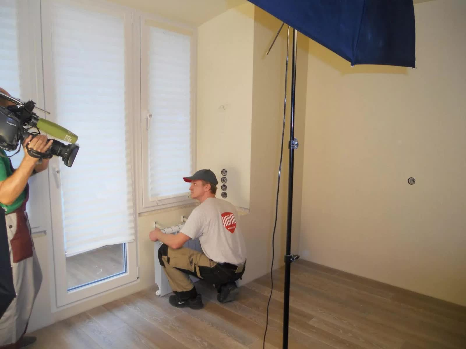 Монтаж радиаторов отопления на съемках программы Квартирный вопрос 2